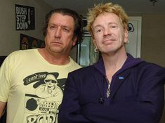 Steve Jones and John Lydon (aka Johnny Rotten) of the Sex Pistols Johnny Rotten, 70s Punk, The Verve, The Clash, Foo Fighters, Amy Winehouse, Black Sabbath, Pharrell Williams, Paramore