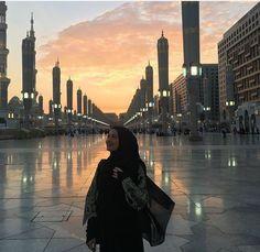 Dp by shao Beautiful Muslim Women, Beautiful Hijab, Muslim Couples, Muslim Girls, Muslim Fashion, Hijab Fashion, Fashion Muslimah, Fashion Women, Workout Pictures