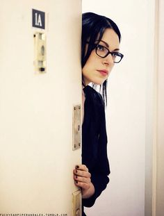 Alex vause (Laura prepon)