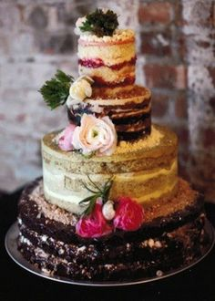 Naked wedding cakes:By naked, we mean sans the outer layer of icing. It's a chic new take on wedding cakes, and is also more budget friendl...