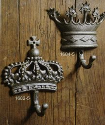 the left crown looks a lot like the tattoo i got for ryleigh on my back, the one on the right will be my second when i have a boy :)