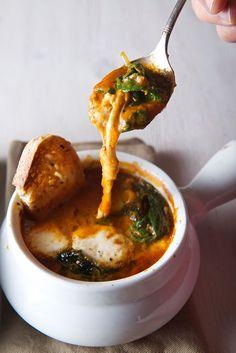 Caprese Tomato Spinach Soup, imagine a caprese salad on a tomato soup form!