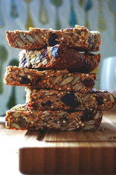 Bursting with great tasting good-for-you ingredients, these Quinoa Granola Bars make a perfect on-the-run snack or a brilliant breakfast. Best Quinoa Recipes, Protein Bar Recipes, Healthy Recipes, Real Food Recipes, Snack Recipes, Cooking Recipes, Yummy Food, Cheap Recipes, Cooking Ideas