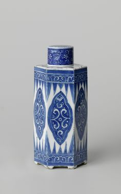 Hexagonal vase with cover on feet, China, Kangxi period (1662-1722), 1680 - 1720, blue and white porcelain, h × d 17,7cm 6,7cm. AK-RBK-16 302-B. Bequest of Mr. and Mrs. Drucker-Fraser, Montreux, 1944. Rijksmuseum, Amsterdam.