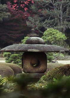 灯籠 Japanese lantern Japanese Garden Lanterns, Japanese Gardens, Japanese Stone Lanterns, Japanese Garden Style, Japanese Design, Zen Gardens, Garden Grass, Garden Landscaping, Garden Theme