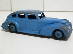 DINKY TOYS NO.39e CHRYSLER, MID BLUE, BLUE HUBS