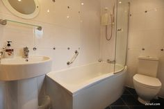 wash off the sand after a day at the beach in the big bath at Sandcastle Cottage, Crail