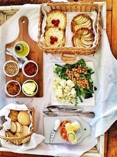LOVE MY FOOD - PICNIC RESTAURANT Picnic Restaurant, Vintage Picnic, I Foods, Catering, Ethnic Recipes, Catering Business, Gastronomia