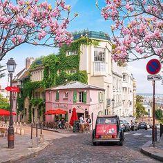 Montmartre, Paris Photo by @saaggo