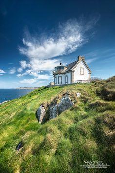 La maison phare à la pointe du Millier dans le Finistère. Bretagne. Lighthouse in Brittany. France.