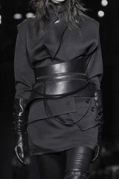 All black outfit with leather accessories; fashion details // Ann Demeulemeester F/W 2015
