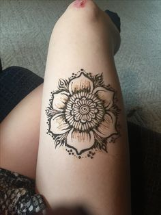 flower henna tattoo leg