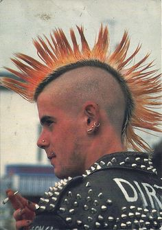 Punk Hairstyles is not just another hair style. It also is linked to clothing, cosmetic, jewelry and sometimes attitude. The most famous punk hairstyles 80s Punk, Punk Guys, Pink Hair Guy, Purple Hair, Liberty Spikes, Punk Haircut, Punk Mohawk, Mohawk Cut, Arte Punk