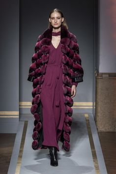 Chinchilla Fur Coat, Fendi Fur, Backstage, Designer Dresses, Ready To Wear, Women Wear, Street Style, Style Inspiration, Elegant