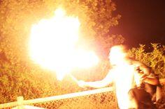 Espectaculares hombres malificos te asombrarán con sus habilidades con el fuego. #fuego #halloween