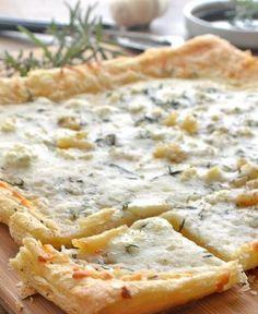 Roasted Garlic Puff Pastry Flatbread  | foodgio