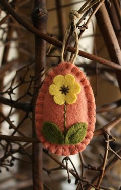 Items similar to easter egg felt ornament egg tree spring decoration grapefruit pink with yellow flower on Etsy Felted Wool Crafts, Felt Crafts, Felt Diy, Easter Projects, Easter Crafts, Felt Projects, Felt Embroidery, Felt Applique, Felt Christmas Ornaments