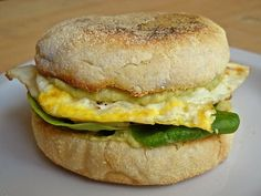 Jalapeno flavored hummus and egg go surprisingly well together on this jalapeno hummus breakfast sandwich. Jalapeno flavored hummus and egg go surprisingly well together on this jalapeno hummus breakfast sandwich. Vegan Breakfast Recipes, Vegetarian Recipes, Cooking Recipes, Healthy Recipes, Kitchen Recipes, Clean Recipes, Healthy Meals, Cilantro Hummus, Hummus