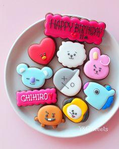 Best Disneyland Food, Bts Cake, Army's Birthday, Cute Food Art, K Food, Bts Birthdays, Fondant Cupcake Toppers, Cute Desserts, Cookie Designs