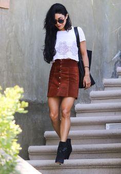 Le look de Vanessa Hudgens et sa jupe à boutons