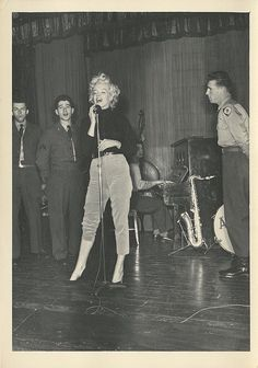 Buy online, view images and see past prices for Marilyn Monroe Korean tour vintage original candid photographs. Invaluable is the world's largest marketplace for art, antiques, and collectibles. Hollywood Icons, Hollywood Glamour, Classic Hollywood, Old Hollywood, Estilo Marilyn Monroe, Marilyn Monroe Photos, Marilyn Monroe Outfits, Joe Dimaggio, Actrices Hollywood