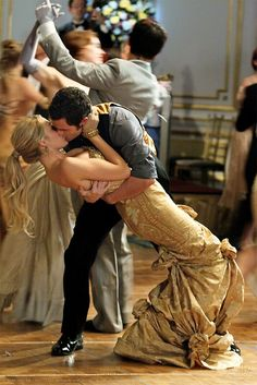 Blake Lively as Serena and Penn Badgley as Dan from Gossip Girl; getting romantic