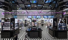 """Sugarcup"" launched by E. MART Group is ready to offer everything which is needed to be attractive from head to toe. The main concept is named ""beautiful moment"". If you stand in front of the shop, an endlessly crossed pattern by horizontal, vertical, or diagonal lines will draw your eyes."