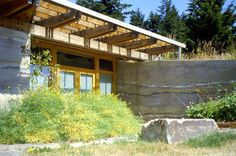 an earth-sheltered, rammed earth home with recessed entry Eco Buildings, Amazing Buildings, Earthship, Sustainable Architecture, Architecture Design, Roof Design, House Design, Cordwood Homes, Earth Sheltered Homes