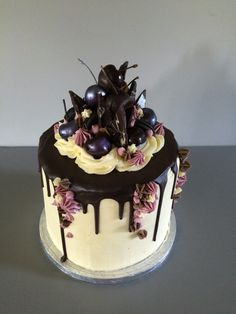 Black Forest cheesecake cake with chocolate dipped cherries and white chocolate buttercream, dark chocolate ganache drip Dark Chocolate Cakes, Chocolate Dipped, White Chocolate, Chocolate Buttercream, Chocolate Ganache, Cake Stall, Elegant Desserts, Decadent Cakes, Sugar Cake