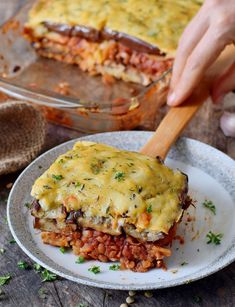 How to Make Moussaka? What's Moussaka? Let's make a Moussaka. Dog Recipes, Greek Recipes, Cooking Recipes, Vegan Moussaka, Plats Healthy, Plat Vegan, Musaka, Greek Dishes, Vegetarian Recipes Easy