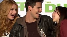Bella Thorne's Pick-Up Lines to Robbie Amell & Mae Whitman! The DUFF Int...
