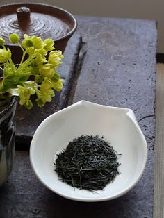 As I'm gradually finishing drinking last season's teas (and fresh Chinese greens are quickly arriving), there are still at least two extra. Chinese Greens, Chinese Tea, Tea Blog, Tea Art, The Breakfast Club, Tea Ceremony, Cacao, Herbal Remedies, Afternoon Tea