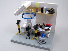 Calling all photography fans.  This #LEGO #vignette shows the photography setup Larry Lars uses to take his LEGO pics.  Neat and instructional.
