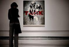 Del Naja y Banksy son amigos y han colaborado con gente en común. La imagen de arriba es la portada de Think Tank de la banda británica Blur y fue creada por Banksy. Damon Albarn, el líder de Blur, ha colaborado con Del Naja en un par de proyectos, incluyendo una protesta en contra de la guerra en Irak. <3 | 25 Imágenes que muestran por qué el mundo está obsesionado con Banksy