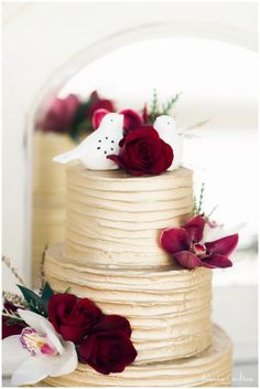 arizona wedding cakes, marsala wedding colors, gold cake