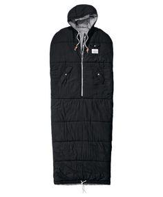 Für jedes Abenteuer gewappnet: gesteppter Schlafsack mit Brust- und Engrifftaschen sowie Arm- und Beinöffnung für den angenehmen Tragekomfort tagsüber.