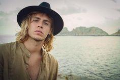 "366 Me gusta, 25 comentarios -  Photographer | Model  (@cristianbustosriera) en Instagram: ""IM a l l o r c a."""