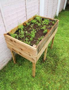 Vegetable Planters, Vegetable Garden Design, Vintage Garden Decor, Diy Garden Decor, Raised Planter Boxes, Small City Garden, Raised Garden Beds, Raised Beds, Raised Garden Planters