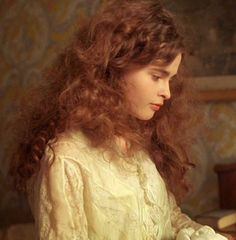 Helena Bonham-Carter in A Room with a View, 1985 Helena Bonham Carter, Helena Carter, British Actresses, Actors & Actresses, Marla Singer, Girl Falling, Hollywood Actor, Lady And Gentlemen, Portrait