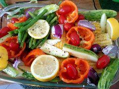 Faça seus vegetais favoritos em uma fornada só para ter complementos saudáveis e gostosos para a semana toda com o mínimo esforço. | 7 truques que vão te ajudar a começar levar marmita para o trabalho