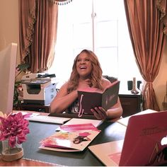 Wrapping up from batching my morning interviews! I believe you become your best self, when you love what you do! I get so much joy out of seeing entrepreneurs businesses and lives get made over! Which is also why I'm excited about The Ultimate Success Tour which gives @aritheheiress and I a opportunity to meet our followers and creative entrepreneurs in person and give them step by step strategies to immediately uplevel there business and branding!