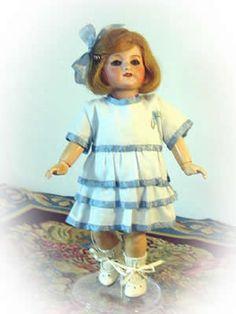 1921/8 Robe de taffetas brodée / Embroidered Taffeta dress: 1) http://www.thebleudoor.com/19218.htm 2) http://www.thebleudoor.com/documents/19218.PDF