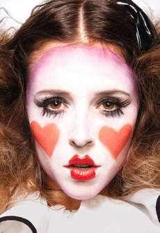 Thanks @Crissy Borges for making me think of the world --> French --> Mime. This is adorable mime makeup. Someone give me a reason to Mime-up!