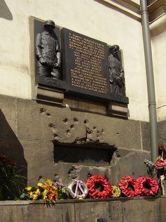 Památník parašutistům v Resslově ulici v Praze We Will Never Forget, World History, Wwii, Retro, Pictures, History, Architecture, Crime, Photos