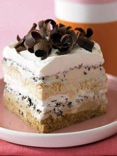 cake and cake Cooking Recipes: Ice Cream Tiramisu Triffle aux pêches Tiramisu Brownies Fruit and chocolate - surely a healthy dessert ? Köstliche Desserts, Frozen Desserts, Delicious Desserts, Yummy Food, Frozen Treats, Dessert Healthy, Sweet Desserts, Plated Desserts, Fun Food