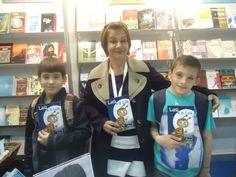 Autografando livros em Genebra, na Suica- Feira do Livro em 2013. Deucelia Maciel.