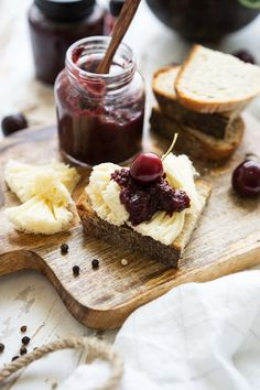 Cherry balsamic chutney with Tête de Moine AOP - simply delicious - - Oxtail Recipes, Curry Recipes, Chutneys, Cherry Hand Pies, Salted Caramel Fudge, Chocolate Crinkle Cookies, Russian Recipes, Fabulous Foods, Chocolate Morsels