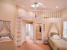 Un dormitorio en color pastel con doseles en las camas. Un dormitorio de ensueño.