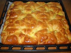 """Placinte """"Poale-n brâu"""" - imagine 1 mare Romanian Desserts, Romanian Food, Pastry And Bakery, Pastry Cake, Serbian Recipes, Romanian Recipes, Yummy Cakes, Hot Dog Buns, Street Food"""