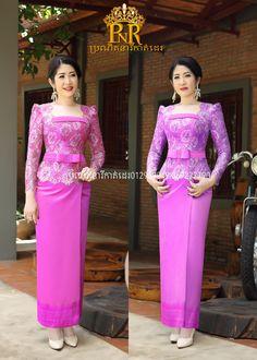 Baju cantik Myanmar Traditional Dress, Traditional Dresses, African Dress, Indian Dresses, Mode Batik, Myanmar Dress Design, Thai Dress, Batik Dress, African Print Fashion